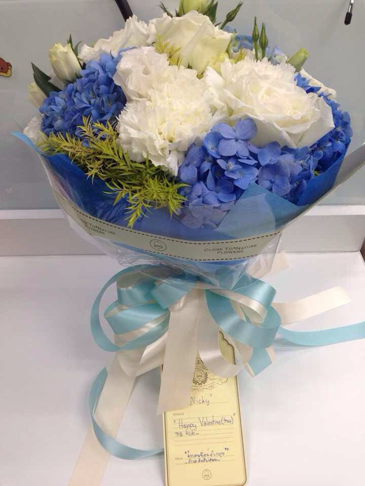 Blue Hydrangea with White Rose / Close2Nature / Close To Nature