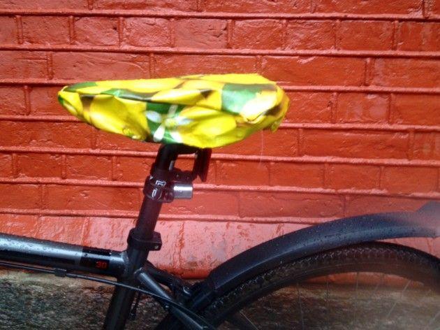 Håndarbeiden » Fresh opp sykkelen din med et praktisk setetrekk. DIY - voksduk - sykkelutstyr