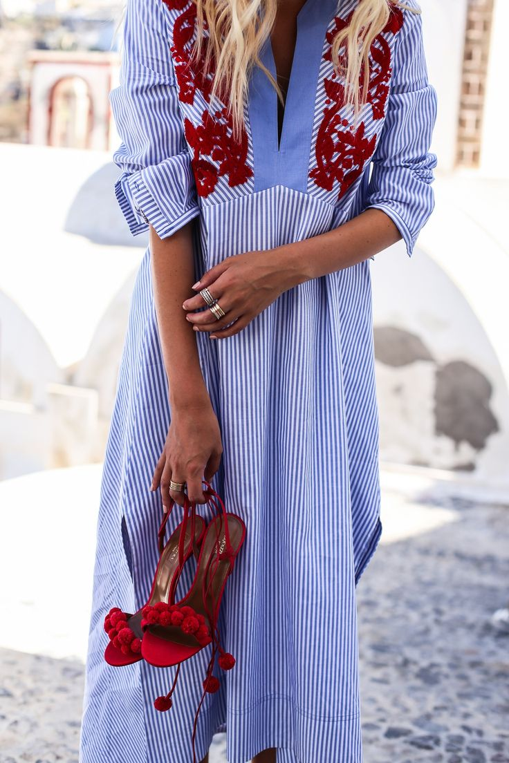 Strolling through Fira, Santorini | Tory Burch tunic & Aquazzura heels: http://www.ohhcouture.com/2016/07/tory-tunic-aquazzura-heels-santorini/ #ohhcouture #leoniehanne #ohhsantorini