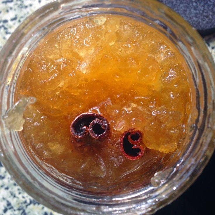 Φτιάξτε την πιο αρωματική μαρμελάδα, με αγνά υλικά που γνωρίζετε. Υλικά 8 μέτρια μήλα 6 φλιτζάνια ζάχαρη 1 ½ φλιτζ. νερό Χυμό από 1 μεγάλο λεμόνι Φλούδα από 1 λεμόνι 2 ξυλάκια κανέλλας Εκτέλεση Πλένουμε και καθαρίζουμε τα μήλα. Τα κόβουμε σε πολύ μικρά κυβάκια τα οποία ραντίζουμε με λίγο χυμό λεμόνι γιατί …
