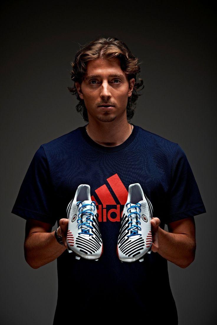 (video) Riccardo Montolivo e alcuni fra i migliori giocatori in Europa disegnano le proprie scarpe adidas