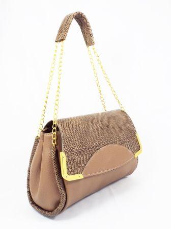 Geanta dama Floryo bej  ♦Material exterior:piele ecologica    ♦Material interior:material sintetic.  Modelul de geanta din imagini este fabricatdin piele ecologica de calitate. Cureaua de umar este una speciala, fiind confectionata dintr-un l