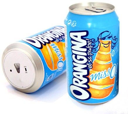 Orangina anti-foot avec télécommande infrarouge dessous ! Quelle idée originale et rigolote pour se démarquer de la concurrence tous à fond pour profiter du mondial