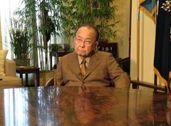 WASHINGTON — U.S. Sen. Daniel Inouye on Thursday asked Republican Senate candidate Linda Lingle to pull down a web video touting a relationship between the two, and said the video has given him the incentive to actively campaign for Lingle's opponent, Democrat Mazie Hirono.