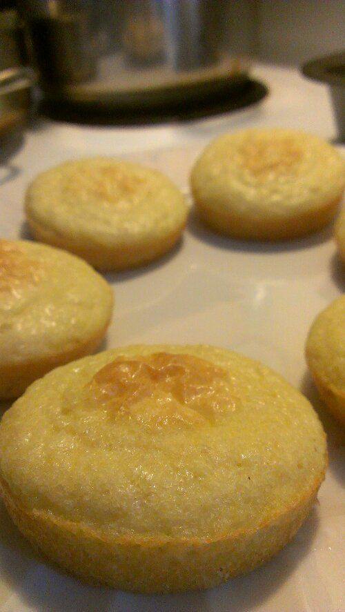Almond Flour Buns ngredients ¾ Cup Bob's Red Mill Almond Flour 2 Large Eggs 5 Tbsp Unsalted Butter 1.5 tsp Splenda (optional) 1.5 tsp Baking Powder Instructions Combine the dry ingredients in a bow...