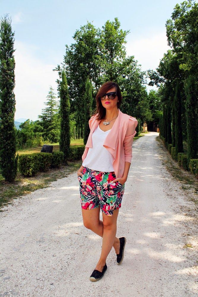 More pics and links here http://amemipiacecosi.blogspot.it/2014/07/outfit-shorts-con-stampa-tropicale-e.html#more  #shorts #tropical #blazer #pink #sunglasses #ootd #summeroutfit #look #italianfashionblogger #cool #whitetshirt #tshirt #tee #espadrilles #espadrillas #laceshoes #lace