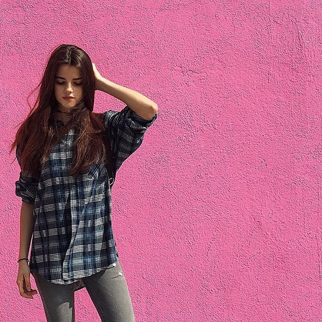 Pin for Later: Brooklyn Beckham's New Girlfriend Is a Model on the Rise And Has Mastered All the Blogger Poses Have colorful wall, will take a photo.