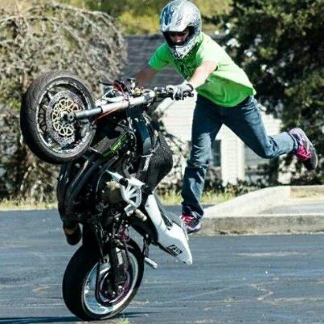 Sponsored Rider Dominic Delgatto rocking that fresh ZeusArmor Pro Series Dual Cage for 99-06 Honda CBR 600 F4 and F4i #zeusarmor #dowork #honda #f4i #stunt