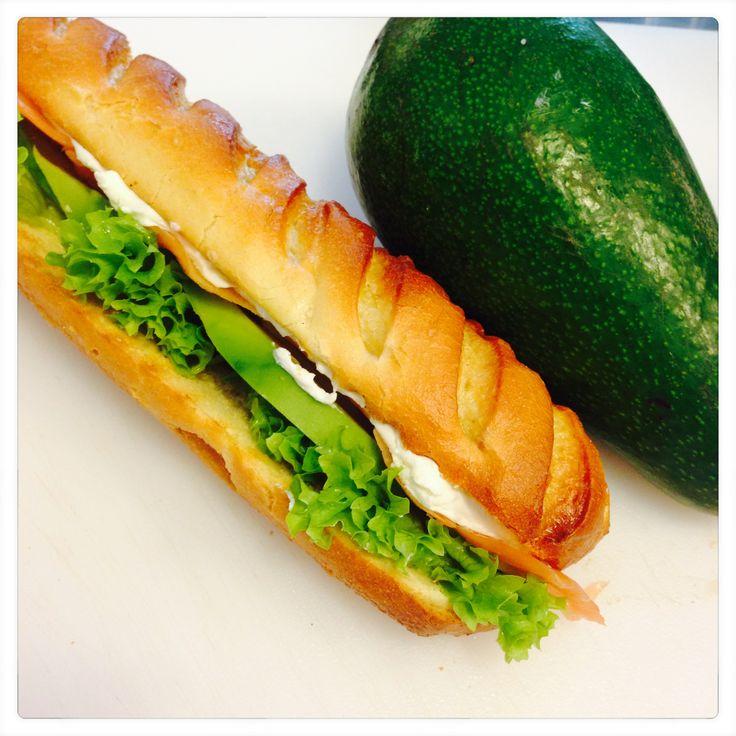 La nostra baguette di pane naturale, salmone e avocado :)