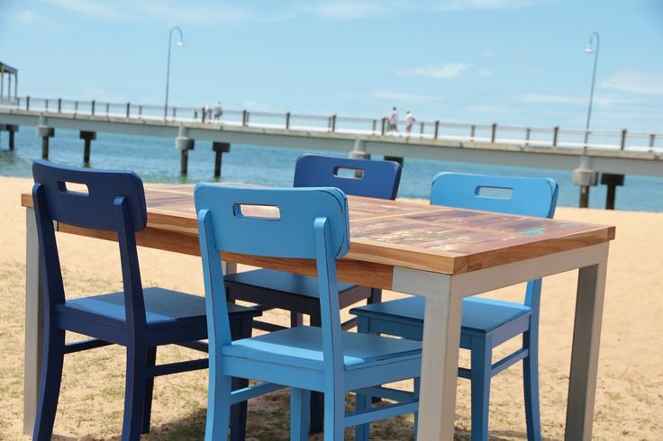 Prahu Table with Salt Chairs