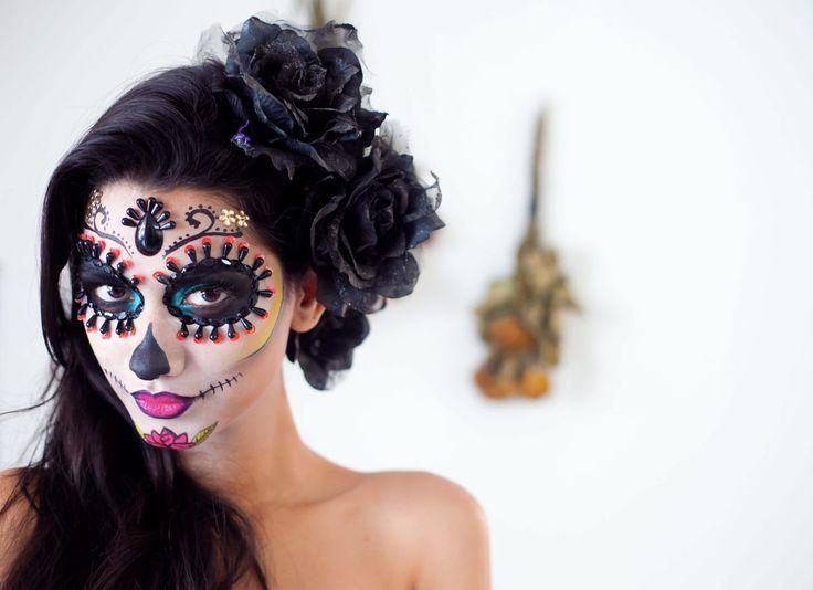 Caveira mexicana: #comofaz http://chic.uol.com.br/beleza/noticia/fugindo-do-obvio-no-dia-das-bruxas-theo-carias-ensina-maquiagem-romantica-e-elaborada-para-as-festas