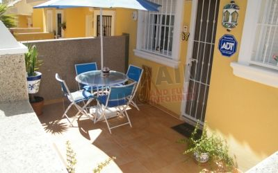 SOLD! 2 bed Town house on the urbanisation at Algorfa. Master has a large quiet terrace and there are great views from the solarium. Great deal at just 69950€