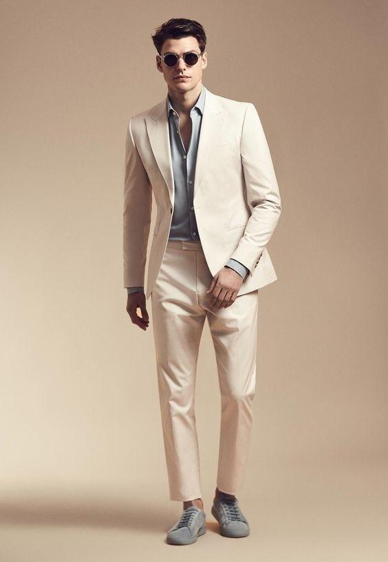 cc55e6a6b1 Terno champanhe com camisa e sapatenis cinza | Typ co se mi líbí ...