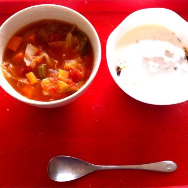 *燃焼系スープ(にんじん、ピーマン、たまねぎ、キャベツ、エリンギ、しいたけ、生姜、トマト缶)  *ヨーグルト w/グラノーラ  *豆乳 - 4件のもぐもぐ - 授乳中 朝ごはん by sub