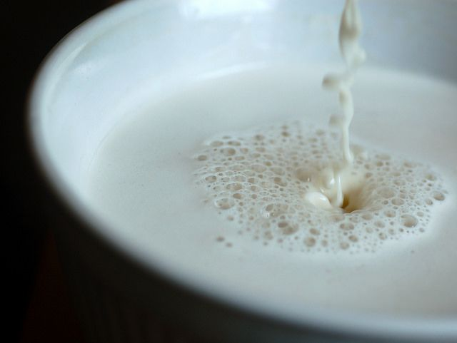Vuoi preparare il latte di avena Bimby? Prova questa ricetta del latte di avena fatto in casa con fiocchi d'avena, acqua, zucchero vanigliato