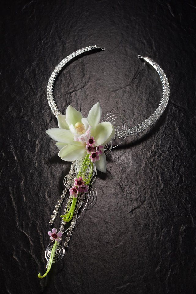 Necklace - flowers to wear | Via Facebook