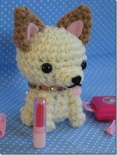 Amigurumi Chihuahua Patrón Gratis en Español aquí: http://amicrochet.blogspot.com.es/2010/07/traduccion-patron-chihuahua-de.html
