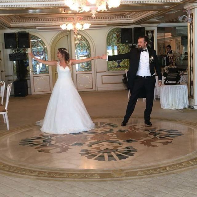 Berk & Dilara ....Have you ever really a woman ..Waltz #dans #danskursu #danskursu #ilkdans #serkanersoziledans #fuatpasayalisi #firstdance