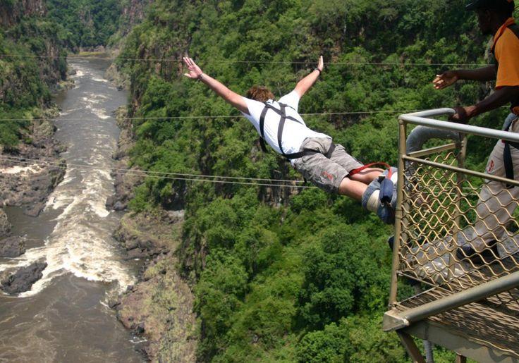 Skok na bungee przy Wodospadach Wiktorii