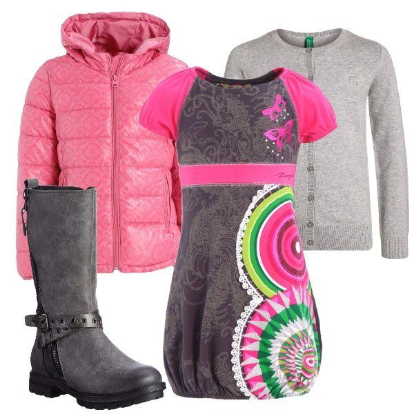 I colori accesi stanno molto bene sui bambini e questo vestito piacerà sicuramente a tua figlia. Io l'ho abbinato ad un piumino rosa e cardigan e stivali grigi.