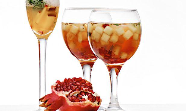 Em 15 minutos prepare uma sangria de moscatel e melão para receber os seus amigos nos dias quentes de verão.