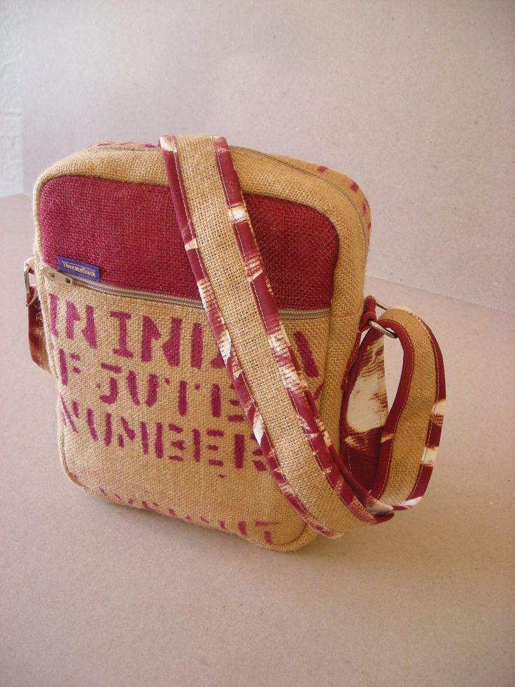 Bolso bandolera hecho a mano con tejido de yute reciclado de sacos de café de India