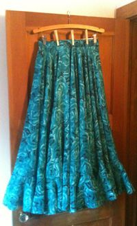 How to Make a Russian Gypsy Dance Skirt- excellent tutorial on full dance skirt with circle flounces
