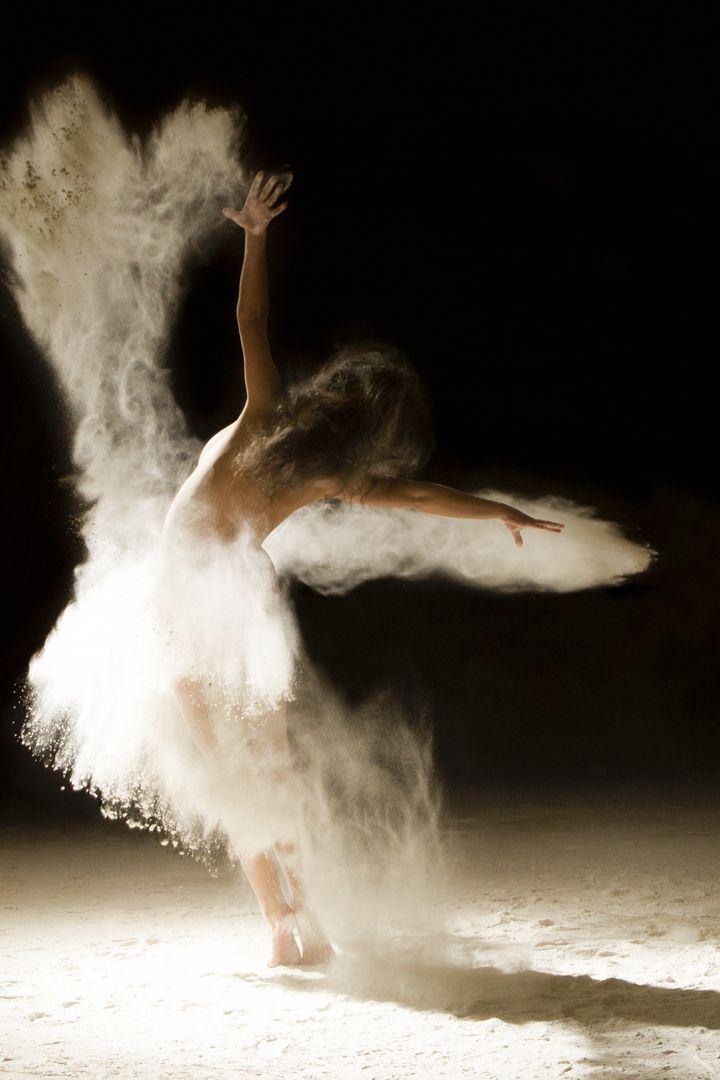 Fotógrafo adiciona areia à dança e obtém resultado exuberante