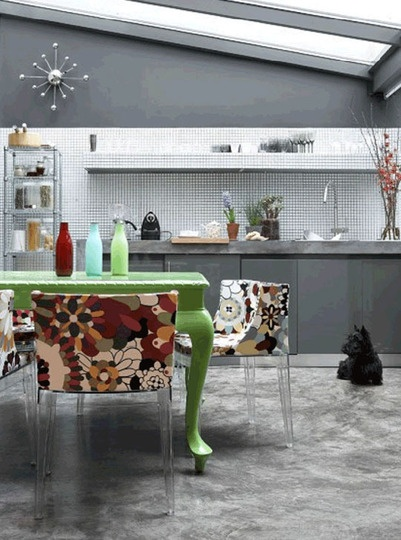 Great mix of monochromatic with the grey and the pop of print and colour with the table.