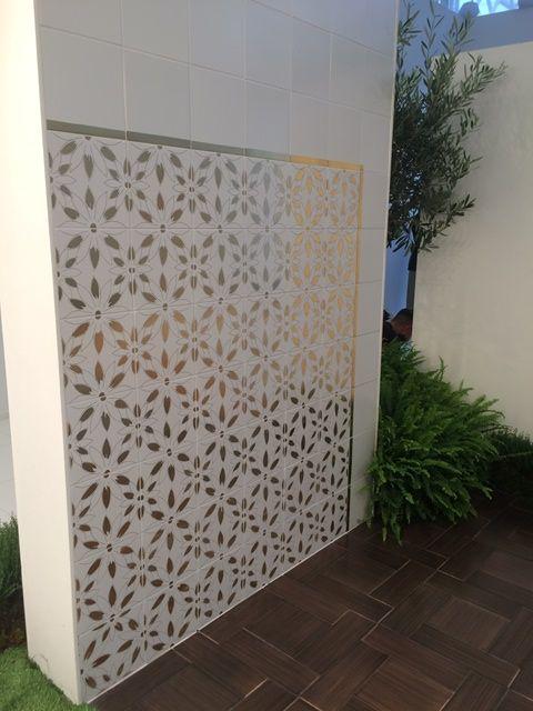 Oro di Vietri. Lo stand Vietri Home Parva Domus Magna Quies al #Cersaie2015 #ceramiche del Vietri Ceramic Group. Progetto Granese Studio - Architecture & Design di #DiegoGranese. https://www.facebook.com/Vietri-Ceramic-Group-1132337140128573/