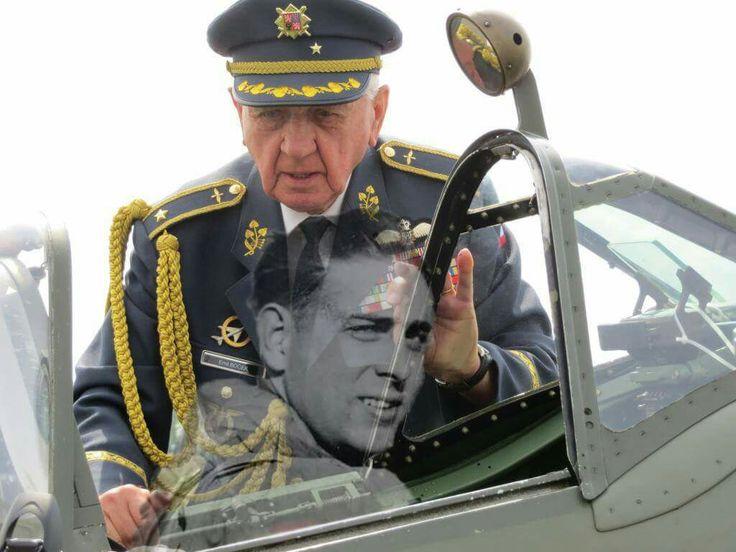 Brigádní Generál Emil Boček. V roce1939, v 16 letech, odešel tajně z domova. Dostal se doBejrútua zúčastnil se bojů ve Francii v létě 1940. V září 1940 veVelké Britániiabsolvoval pilotní výcvik a byl přijat doRAF.  Sloužil jako mechanik u 312. stíhací perutě. Roku 1943 byl na výcviku v Kanadě a od října 1944 sloužil jako pilot-stíhač u československé 310. stíhací perutě. Na svém kontě má 26 operačních letů. Z letectva odešel v roce 1946