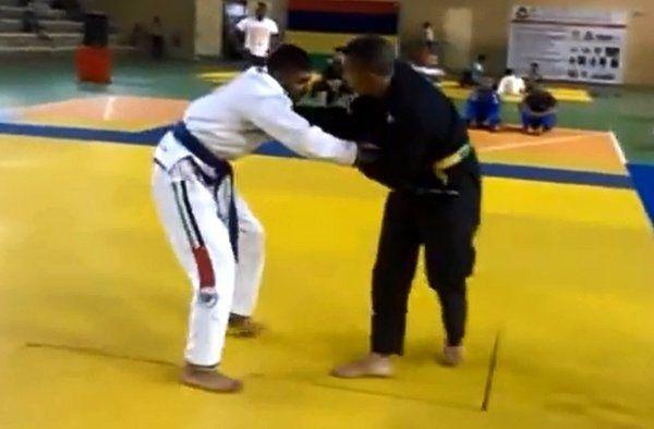 Jiu-jitsu Fighter Knocks Himself Out with Failed Flying Armbar (Video) - http://www.viralbuzzspot.com/jiu-jitsu-fighter-knocks-himself-out-with-failed-flying-armbar-video/