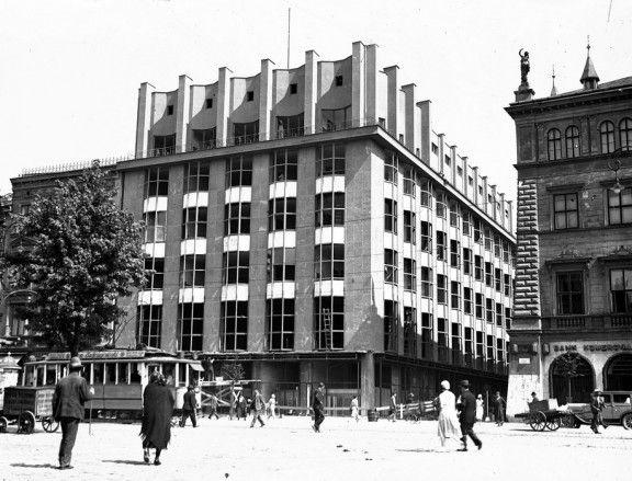 Fragment linii A-B z widocznym budynkiem Towarzystwa Ubezpieczeniowego Feniks w Krakowie, proj. Adolf Szyszko Bohusz, Narodowe Archiwum Cyfrowe