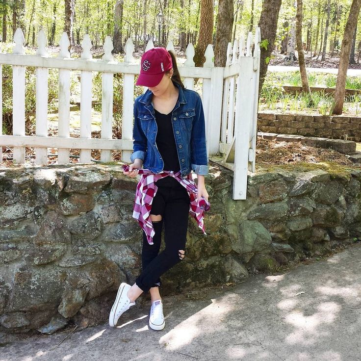 Baseball hat & converse sneakers // what to wear to a baseball game
