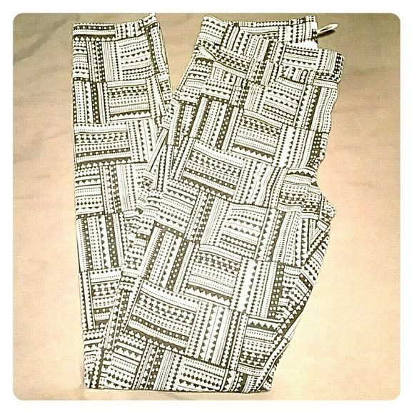 "Black & white printed ""treggings"" Never worn! Size on tag is 8 but runs small, actual fit is about a size 4. Not exactly leggings but they are quite stretchy (I have this style in other colors and wear them for work). Materials on tag are:  72% cotton 25% polyester 3% elastane H&M Pants Skinny"