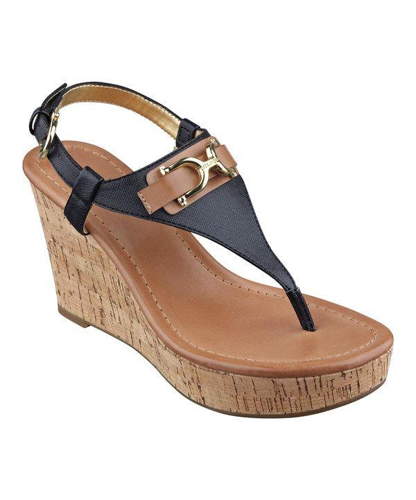 Cute wedge shoe :)
