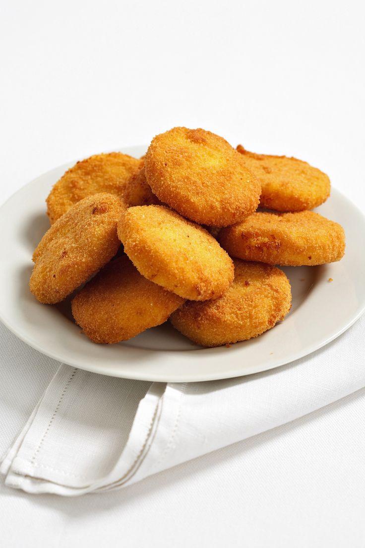 Per un primo piatto a base di formaggi e polenta, semplice da preparare, scopri la ricetta delle frittelle di polenta proposta da Sale&Pepe.