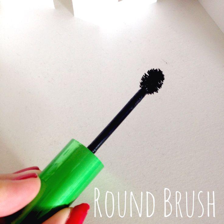 KIKO Cosmetics. Mascara review. Beauty. Make up. Cosmetics. Mascara Brush.  http://thelipstickdaily.blogspot.co.uk/2014/11/kiko-cosmetics-lengthening-top-coat.html