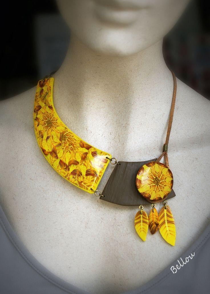 """Collier """" tournesol"""" et plumes jaunes : Collier par bellou Trouvez l'inspiration sur www.atelierbijouxceramique.fr"""