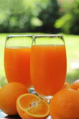 Juicing 2 large Navel oranges makes about 12oz of the most delicious juice. My every morning treat along with my big mean green!