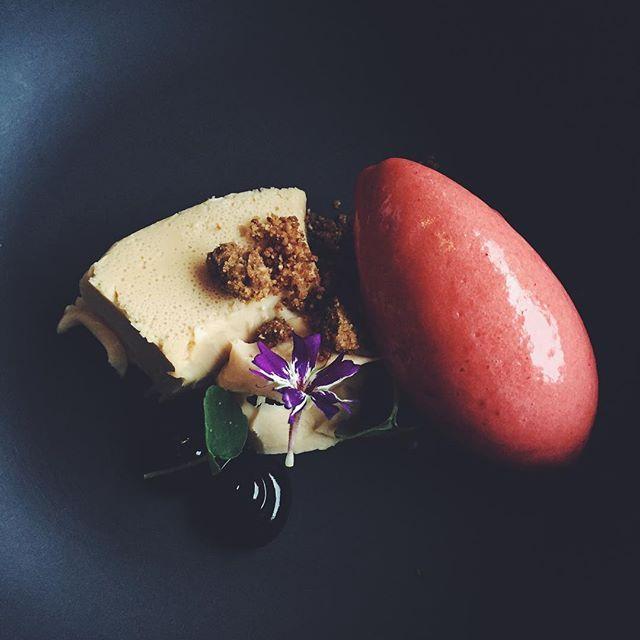Something sweet 💕🖤💕@langvikhotel #långvik #dessert #yummy #thankgoditslångweekend #langvikhotel #valtavanihana http://www.langvik.fi/