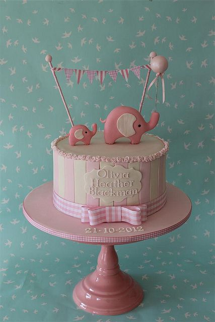 elephant cake How cute with this be if you added an elephant for the big sister or brother!
