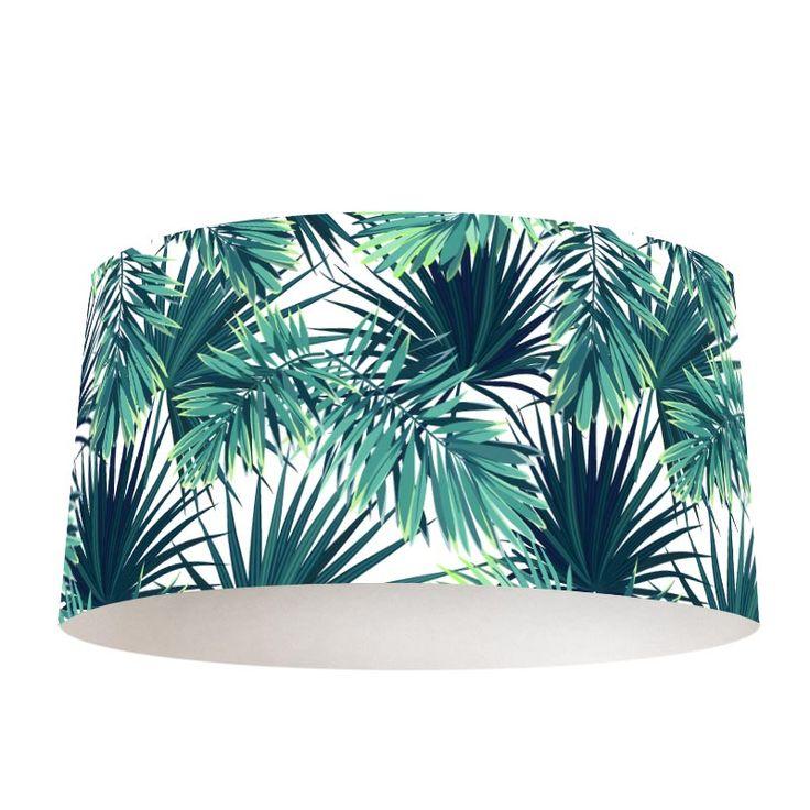 Lampenkap Tropische bladeren patroon 2 | Op zoek naar een leuke lamp? Verlichting in de kamer maak je nu extra gezellig met deze lampenkap. Het frame is verkrijgbaar in verschillende formaten én in zowel hangende als staande lampen. De buitenrand van de lampenkap bestaat uit een mix van kunststof met daarop een textiellaag, voorzien van een unieke print. #lampenkap #lamp #interieur #foto #fotoprint #bladeren #tropisch #palmbladeren #blad #groen #jungle #patroon