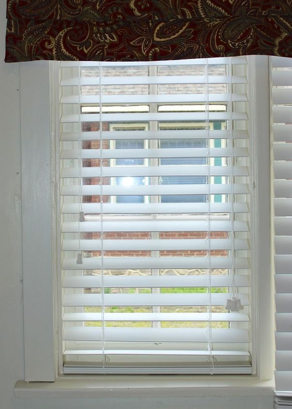 How To Temporary Repair Your Vertical Blinds With A Flat Head Screwdri Faux Wood Blinds Wood Blinds Blinds
