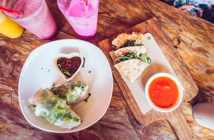 Betelnut Cafe Canggu: Raw food. Amazing, right near the beach. Smoothies, salads, wraps. Delicious, Clean eating