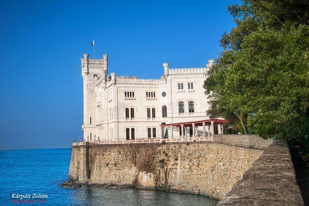 Miramare kastély a bejárat felől