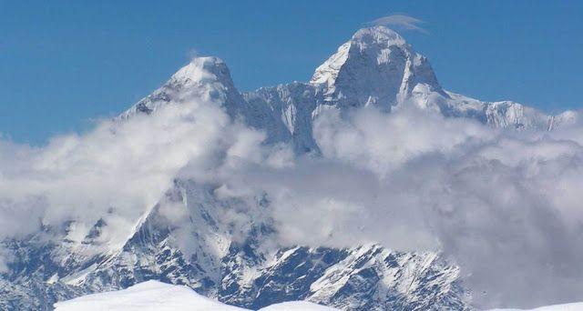 Diduga 2020 Lapisan Es Puncak Jayawijaya Akan Hilang Badan Meteorologi, Klimatologi, dan Geofisika (BMKG) Wamena, Provinsi Papua, mengimbau masyarakat adat dan pelaku perekonomian agar ikut mencegah lapisan es di Puncak Jayawijaya lenyap. Sebab, jika tidak ditangani dengan baik, pada 2020 lapisan es akan hilang.