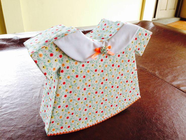 Caja de cart n forrada en tela con forma de vestido de - Manualidades en carton ...