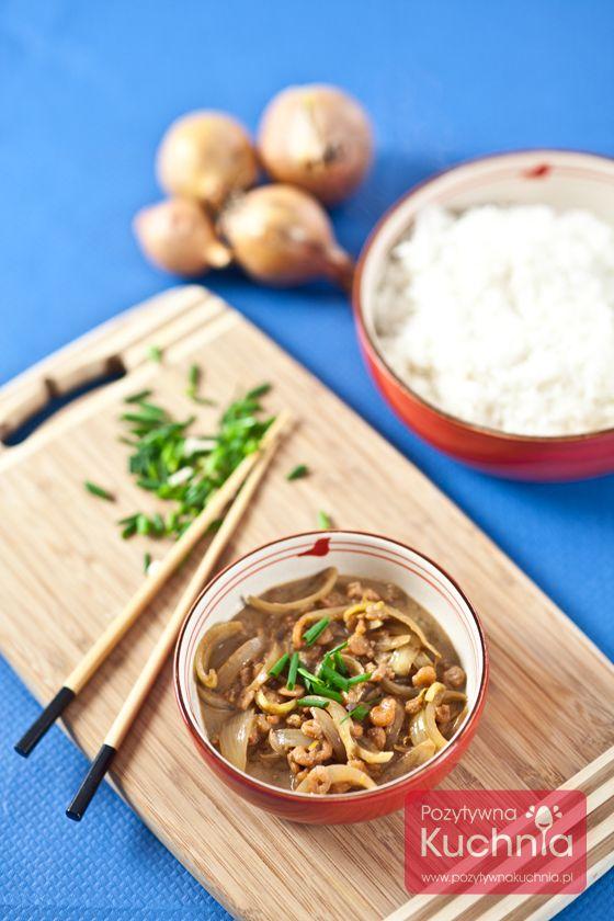 #Krewetki z sosem sojowym i cebulą, podawane z dodatkiem ryżu.  http://pozytywnakuchnia.pl/krewetki-z-sosem-sojowym/  #obiad #przepis #kuchnia