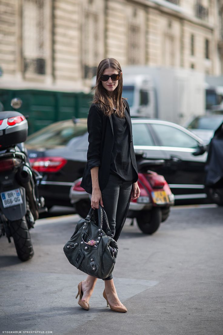 Daiane Conterato with an easy peasy all black situation #offduty in Paris.